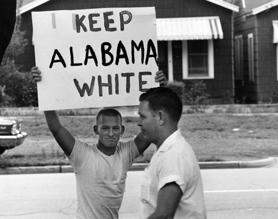 racist-student-montgomery-high-school-protests-integration-1963-keep-alabama-white-by-flip-schulke-560x440